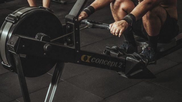 トレーニングをしている人の画像